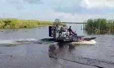 TV: Här drar V8-laddade träskbåten iväg som en dragracebil