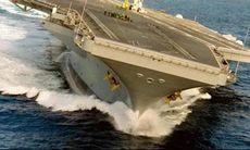TV: Här tvärgirar hangarfartyget i full fart