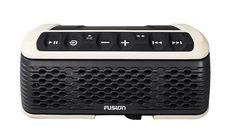 Ladda telefonen från den vattentäta högtalaren Fusion Stereo Active