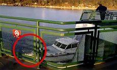 TV: Här kör båten helt oförklarligt rakt in i färjan