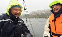 TV: Här är hårdingarna som seglade Lidingö runt i regn